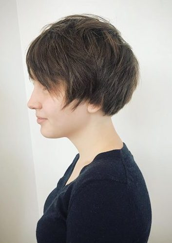 Picture of a fun and sassy short hair for long faces